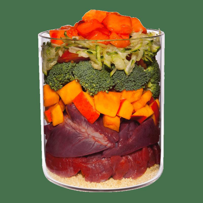 Büffel mit Hirse, Tomate und Papaya